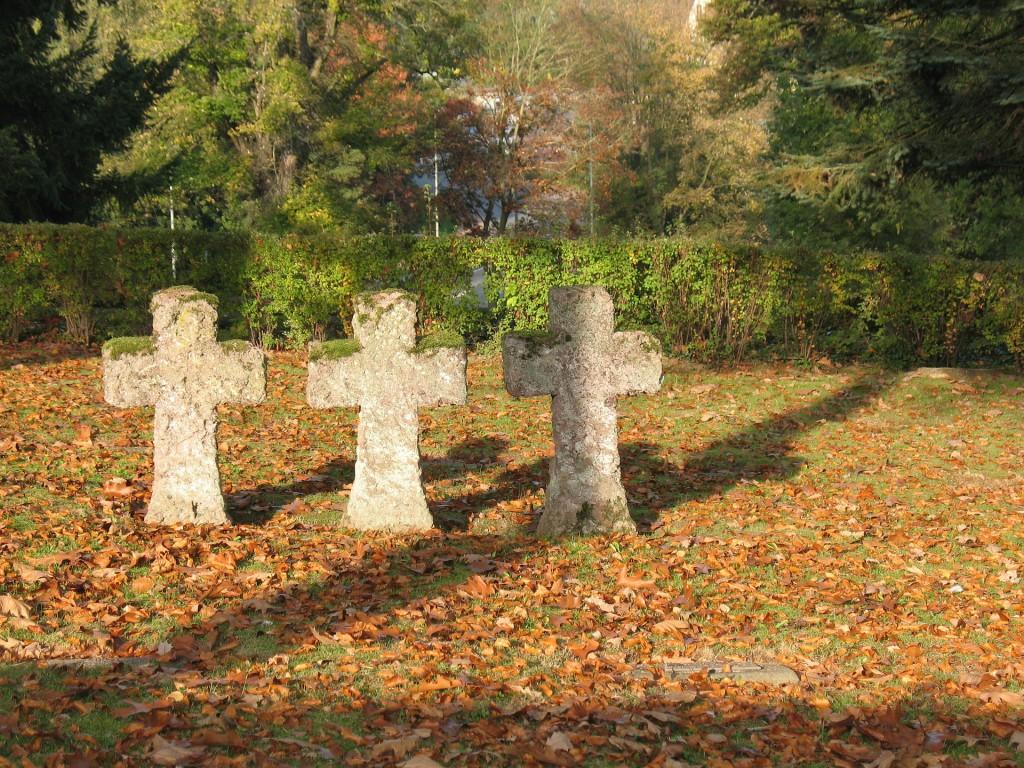 Kreuze auf dem Friedhof